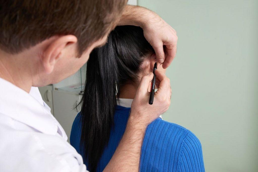 Korekta odstających uszu w gabinecie Derm-Estetyka